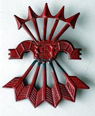 Curioso yugo y haz de flechas luciendo el escudo de la España de la II república