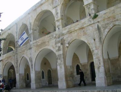 En una institución cultural de Jerusalén...